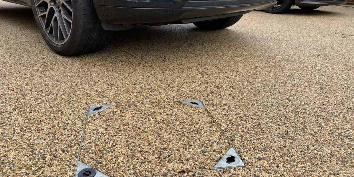 DecraSet Resin Bound Manhole & Drain Cover - Driveway